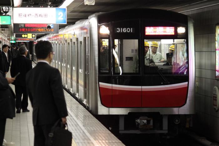 四つ橋線なんば駅に入線する30000系