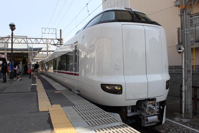 徳庵駅停車中の287系