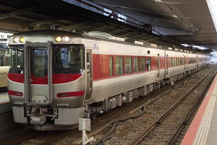 6両のキハ189系(営業開始前、京都側幌つき)
