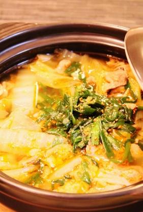 簡単☆豚薄切り肉と白菜ニラのピリ辛鍋☆ (281x417)