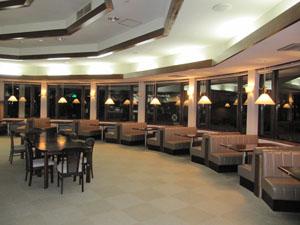 閉店後のレストラン