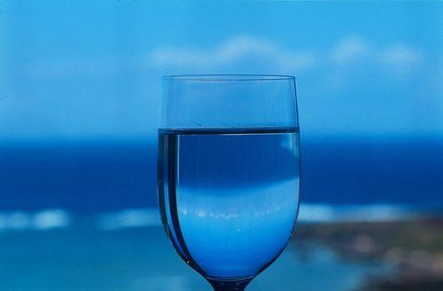 青いグラス
