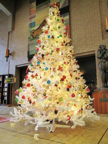 文化会館のホワイトツリー
