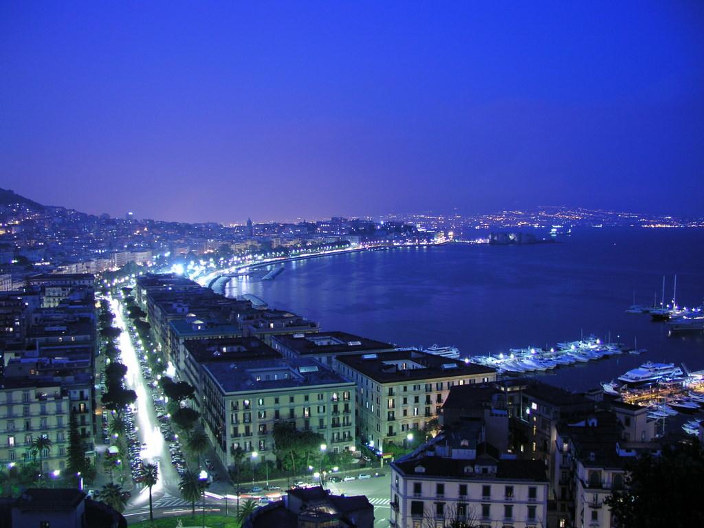 ナポリ湾 夜景