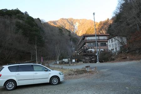 御座石鉱泉 車は伸二郎の1台だけ。