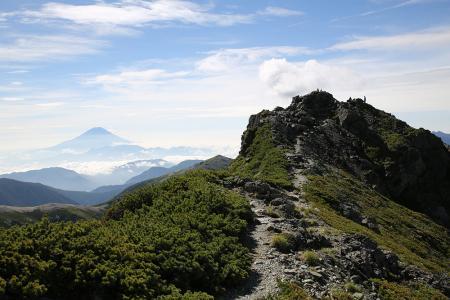 富士を眺めながら東峰へ