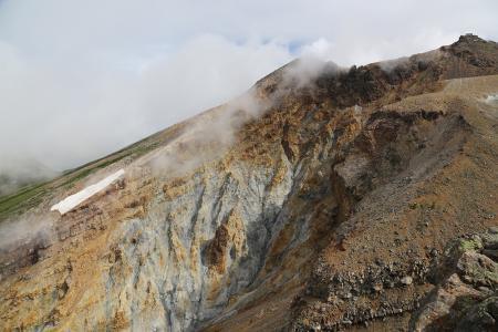 地獄覗き 活火山の荒々しさを見る