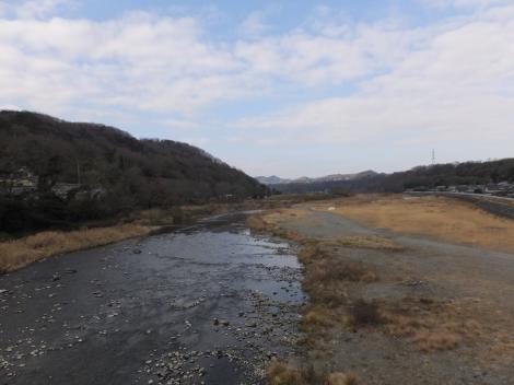 ハ菅橋より中津川上流を望む