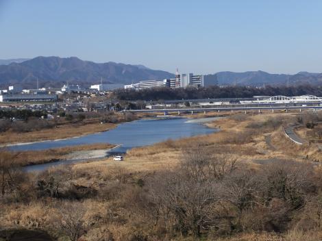 下溝駅付近県道46号線より相模川を望む