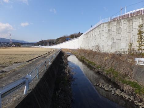 八瀬川・県道52号線付近