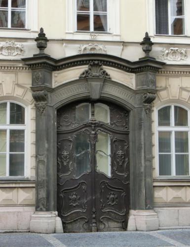 プラハ古い木製ドア