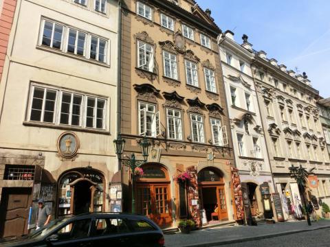 プラハにぎやかな街並