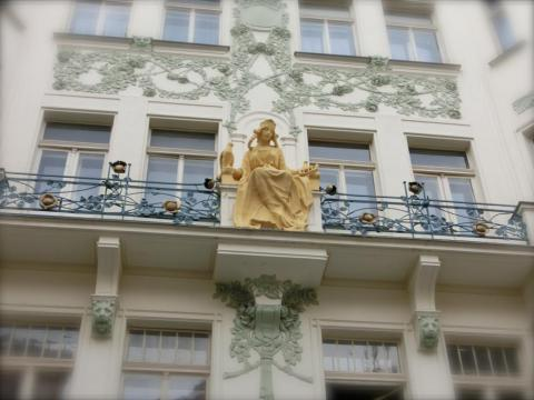プラハ金色の女の子装飾
