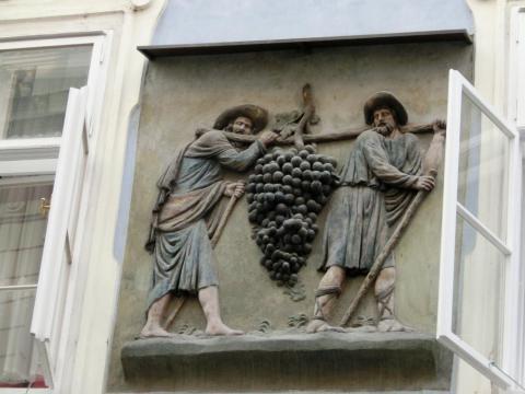 プラハブドウと農夫の装飾