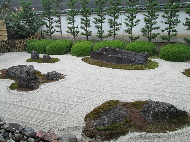 本山妙蓮寺の庭園
