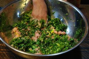肉と野菜を混ぜる15