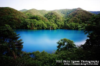 みみ_水遊び_00雨川湖