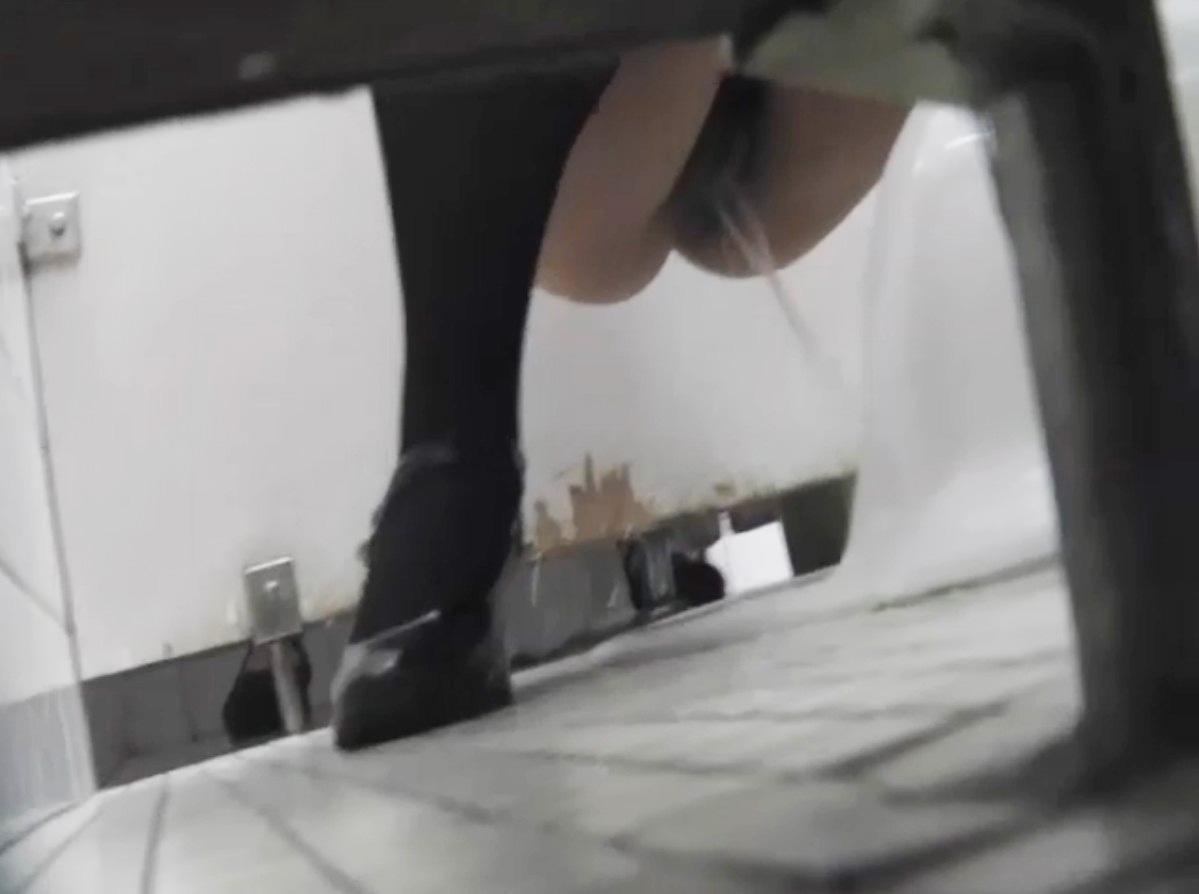 学校 トイレ 盗撮