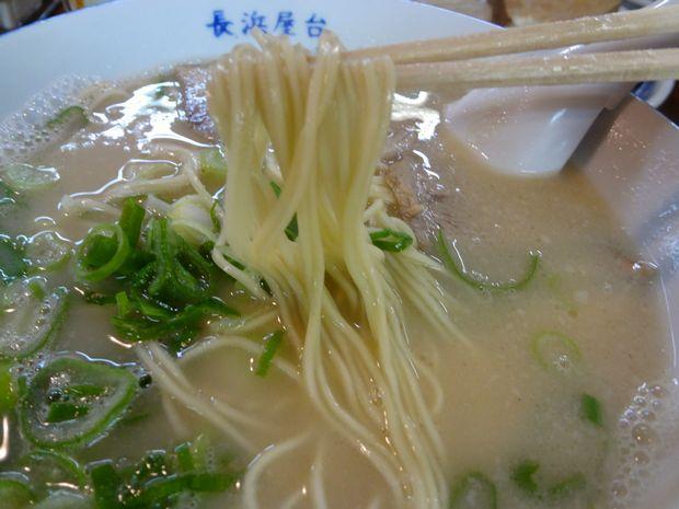 『長浜屋台 一心亭 本店』ラーメン(麺リフト)