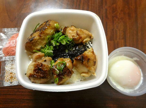 『吉野家 港町店』半玉焼鳥つくね丼(テイクアウト。440円)