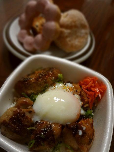 『吉野家 港町店』「半玉焼鳥つくね丼」と、『ミスタードーナツ』商品3品