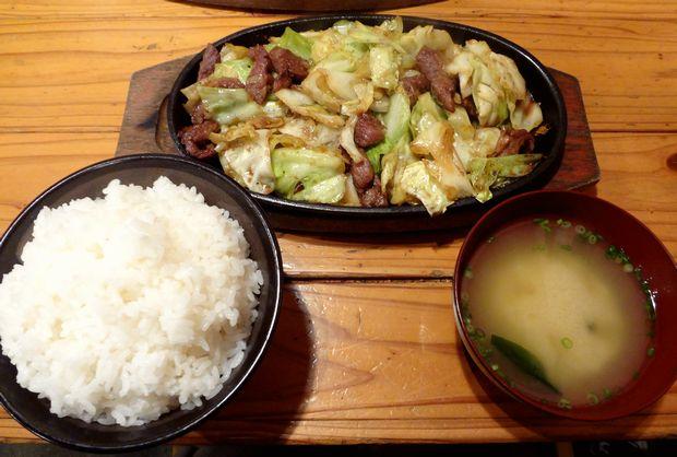 『てつ一』スタミナ鉄板焼・一人前(ランチ=ご飯・味噌汁付、680円)