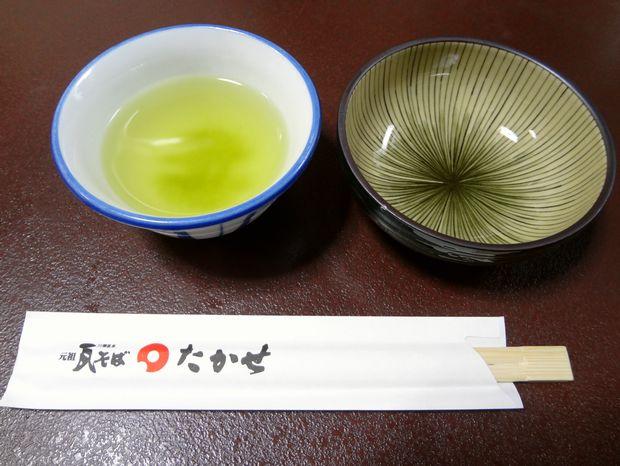 『元祖瓦そば たかせ 本館』卓上セルフのお茶は、玄米茶