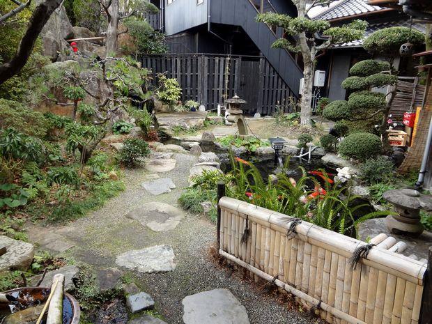 『元祖瓦そば たかせ 本館』中庭