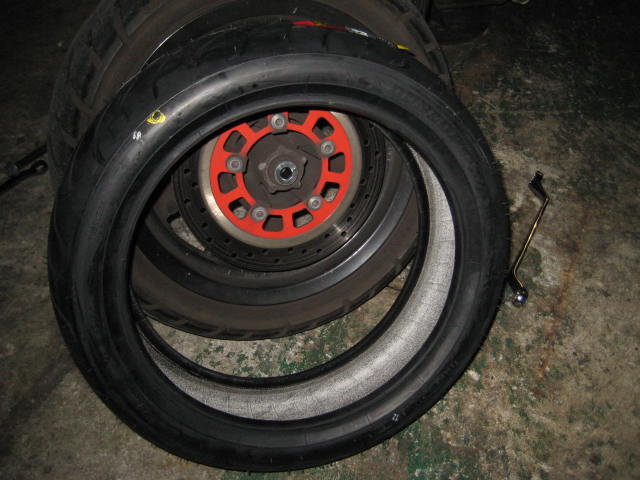 IUフロントタイヤ&ブレーキ (3)