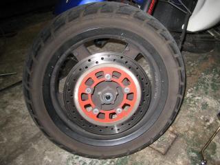 IUフロントタイヤ&ブレーキ (1)