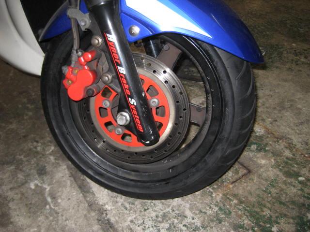 IUフロントタイヤ&ブレーキ (9)