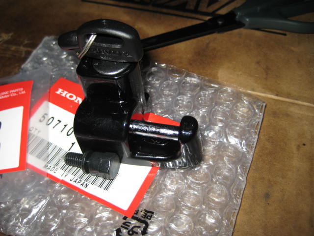 IT ヘルメットホルダー取り付け (8)