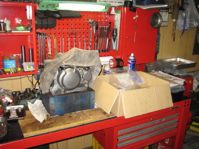KSエンジン組み立て腰下完成 (18)