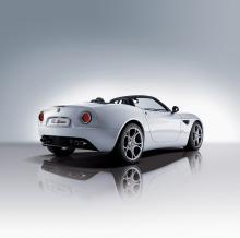 Alfa-Romeo-8C-Spider-2