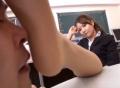 足フェチ男を手駒にしている女教師