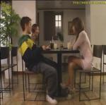 テーブルの下で・・・~悪女な元カノ~