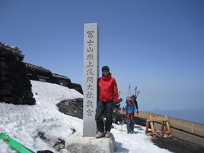 富士山須走側山頂にて。