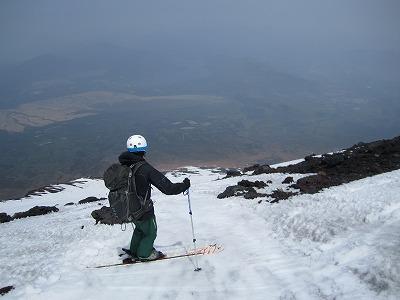 富士山山頂から須走口方面へドロップ。