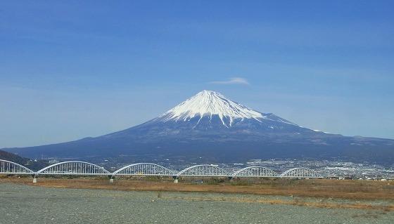 130217新幹線から富士山