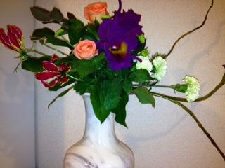 フリーセント白花瓶