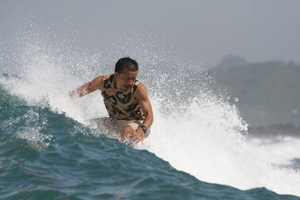 Me surfing 02