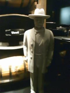 ジャックダニエルさんの像