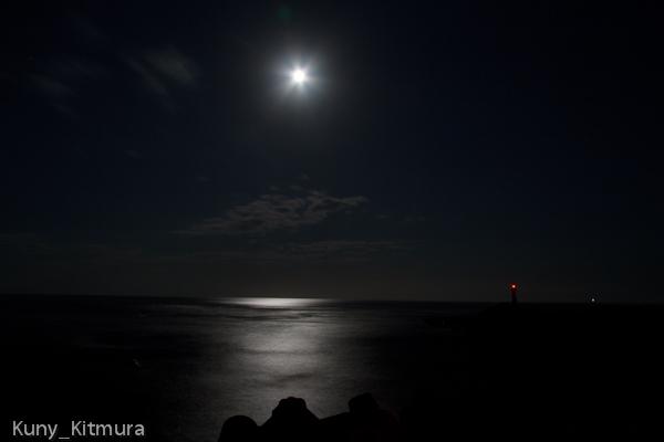 月夜の海鳴り