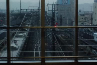 雨の小田原駅