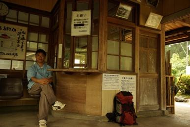 美作河井駅の改札