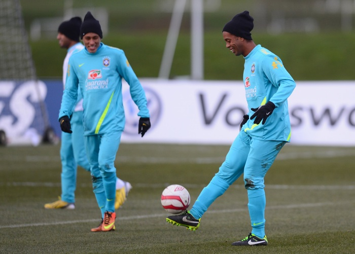 RonaldinhoBrazilTraining001.jpg