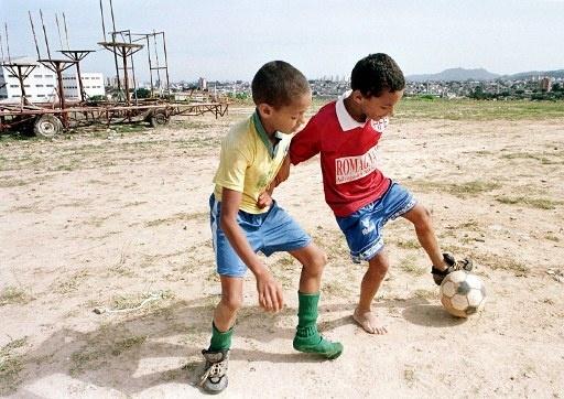futebol_favela_512_20130828111325162.jpg