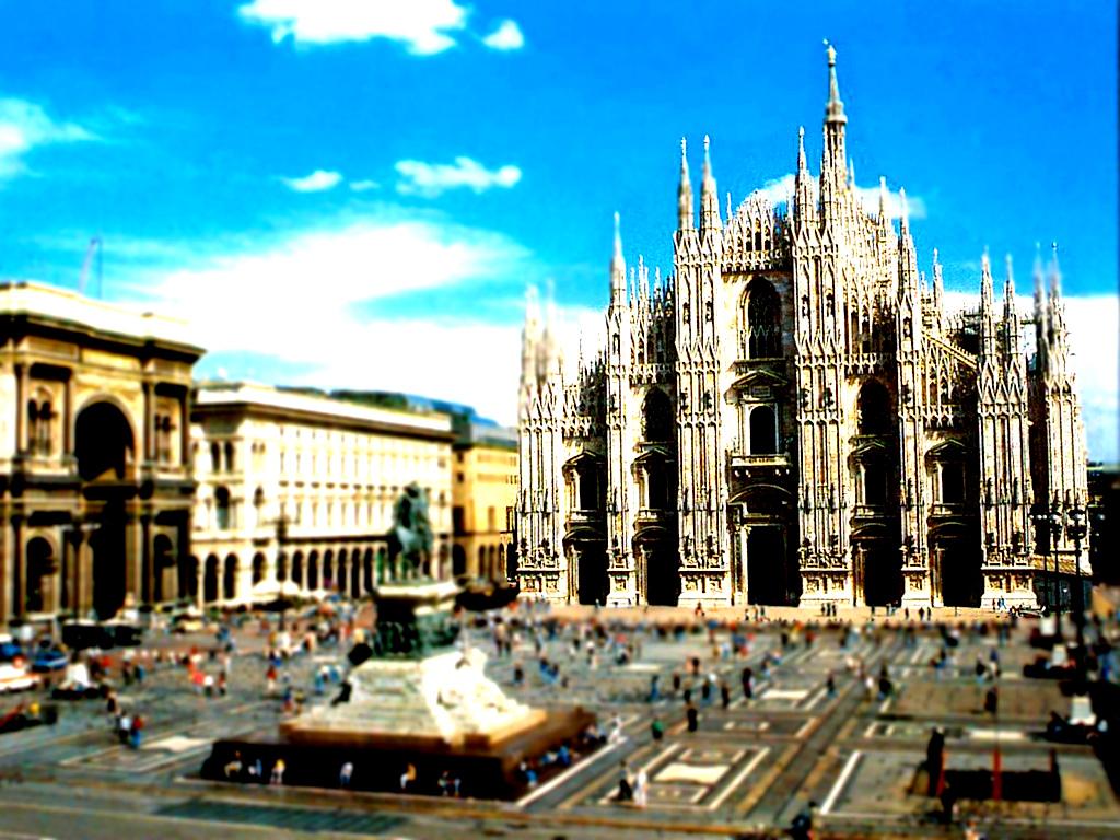 ミラノ大聖堂-(2)