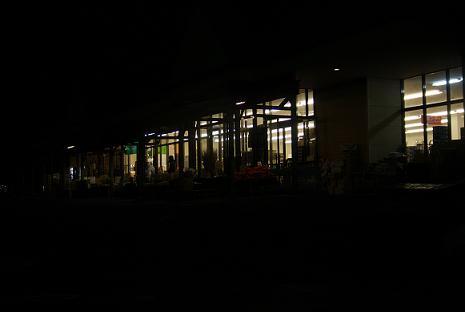 夜のスーパー