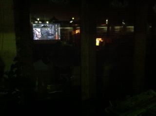 ソンベカフェ 窓ガラスに横須賀線